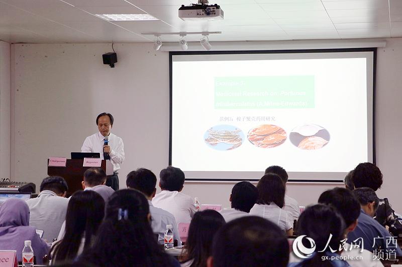 广西中医药大学科学实验中心首席专家邓家刚教授
