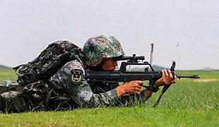 高温驻训场上 实弹射击悄然上演