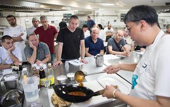 以色列大厨学做中国菜