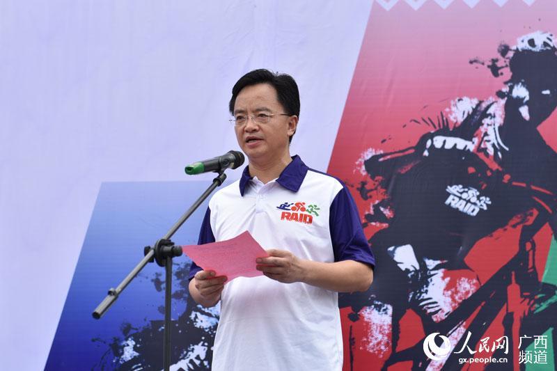 崇左市市委常委、宣传部长、副市长王永超宣布比赛开始(胡志鹏 摄)