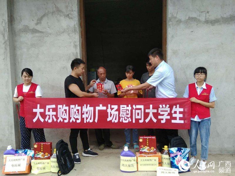 据悉,开学前期,桂平市工商局工作人员到大乐购超市检查学生用品市场