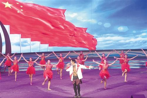 民歌湖畔斗歌舞 文化交融唱民歌