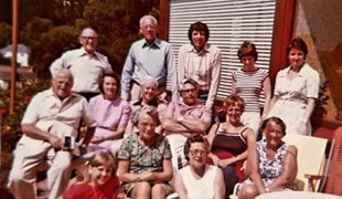 英男子每年携全家住同一酒店游玩 长达50年