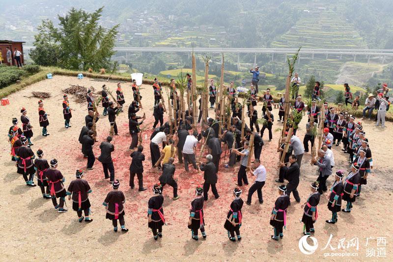 广西三江:时时彩彩票娱乐平台,侗寨欢歌庆丰收