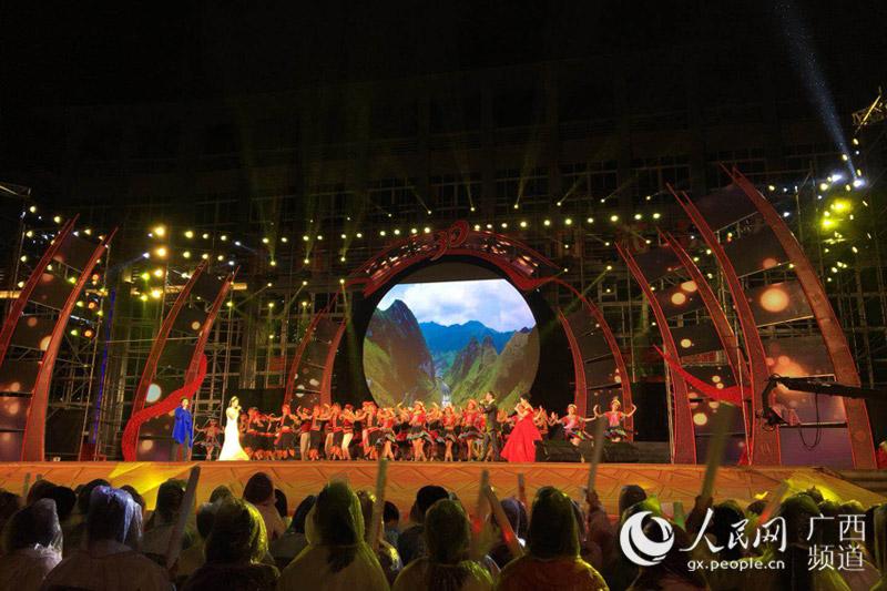 广西大化举办自治县成立30周年民族文艺晚会