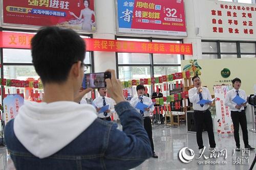 "�V西防城港:高�F站里�[元宵�榆��е��城""�w"""
