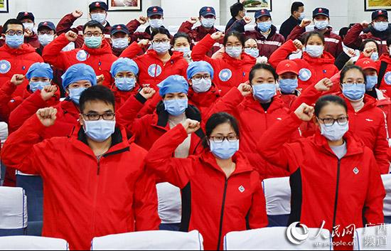 广西第二批赴鄂抗疫医疗队136人出征