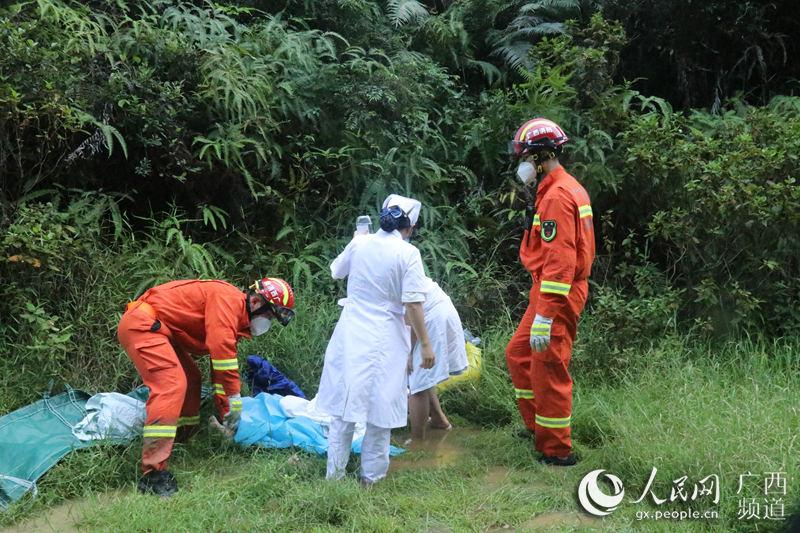 产妇临盆,消防员与120医护人员共护母子平安