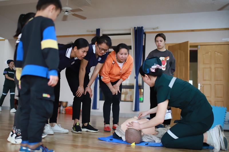 龍州縣人民醫院開展學雷鋒志願服務活動