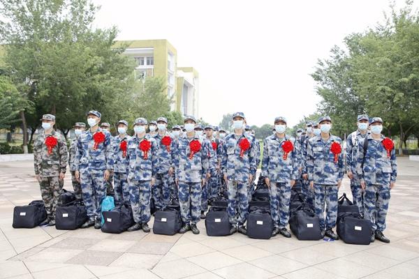 新兵整装待发。港北区委宣传部供图