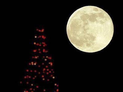 今年中秋十五的月亮十六圆